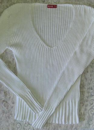 Пуловер в резинку белый хлопок.
