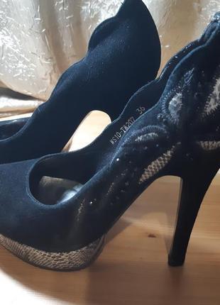 Туфли замшевые с вышивкой. распродажа. скидка 50%