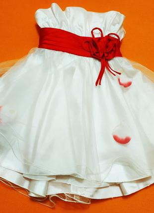 Нарядное красивое платье на девочку 2-4 года