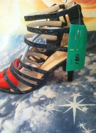 Супер открытые туфельки, босоножки, на тонком каблуке , сток