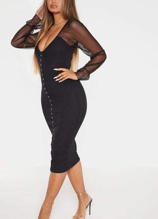 Чёрное платье миди с длинными прозрачными рукавами