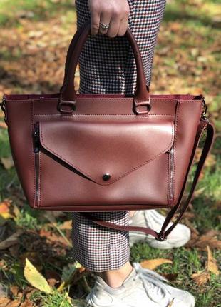 Интересная молодежная сумка бордового цвета с двумя видами ручек