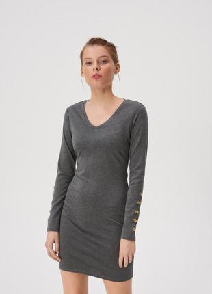 Базовое платье с v-образным вырезом