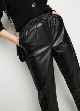 Кожаные брюки карго zara джоггеры тренд 2020 джогеры штаны