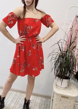 Красное платье с цветами parisian