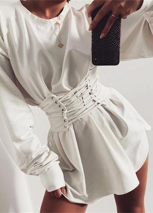 Актуальное платье с корсетом белое