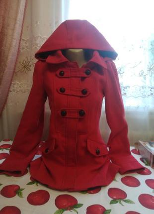 #розвантажуюсь красное пальто