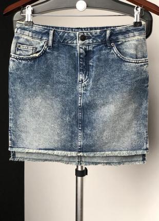 Трендовая джинсовая юбка с бахромой h&m