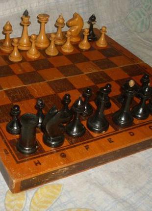 Настольная игра. Шахматы дерево.