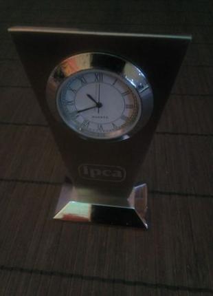 Часы настольные миниатюрные кварцевые