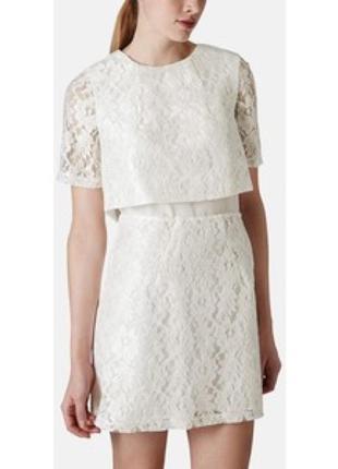 Белое платье кружевное нарядное с золотой молнией накидкой на ...
