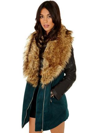 Стильное легкое пальто с воротником из искусственного меха