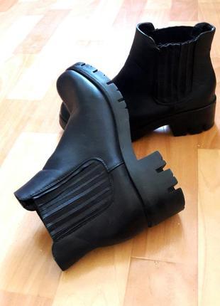 Трендовые черные ботинки челси на тракторной подошве от giolo