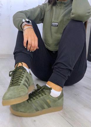 Женские кроссовки адидас цвета хаки