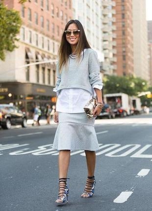 Серый джемпер свитшот обманка с белой рубашкой украинского диз...
