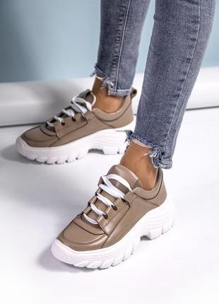 Бежевые кожаные женские кроссовки