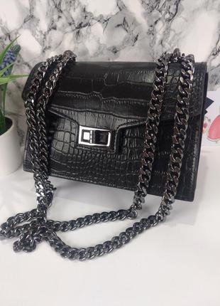 Крутая кожаная сумочка на цепочке чёрная