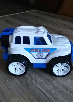 Большая полицейская машина