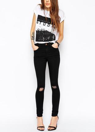 Черные джинсы skinny с рваностями облегающие
