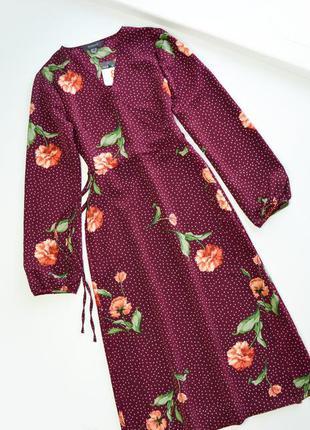 Красивое платье в цветы на запах с длинным рукавом