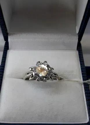 Серебряное кольцо с центральным камнем