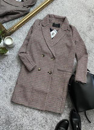 Новое актуальное двубортное пальто