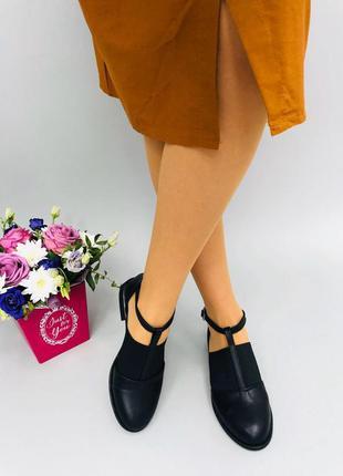 Черные туфли с резинкой низкий каблук