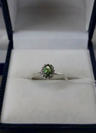 Серебряное кольцо с зеленым камнем малинка