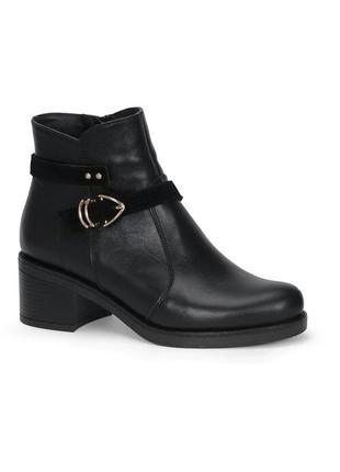 Кожаные женские черные демисезонные ботинки на удобном каблуке...