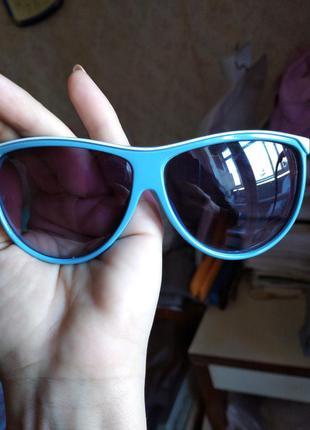 Симпатичные очки в голубой с белым оправе