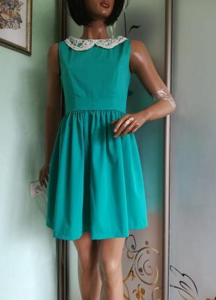 Яркое летнее платье с воротничком