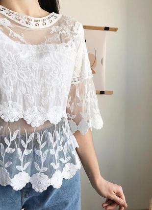 Белая кружевная блуза