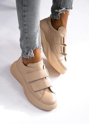 Бежевые кожаные кроссовки на липучках