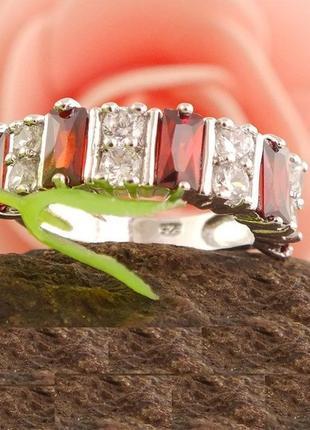 Шикарное кольцо в серебре с гранатами и фианитами, новое! арт....