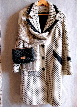 Безупречное светлое пальто из натуральной шерсти в стиле chane...