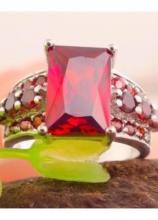 Шикарное кольцо с гранатами и фианитами в серебре 17,5-18 р., ...