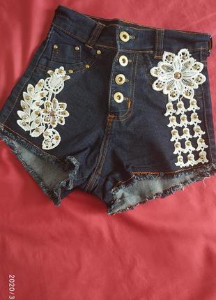Милые джинсовые шорты с высокой посадкой