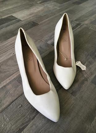 Женские туфельки туфли на среднем каблуке