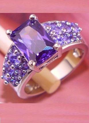 Шикарное кольцо в серебре 925 с аметистами фианитами, 18 р.,но...