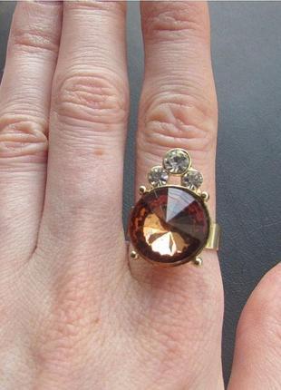 Кольцо с кристаллом карамель, безразмерное, новое! арт. 4785