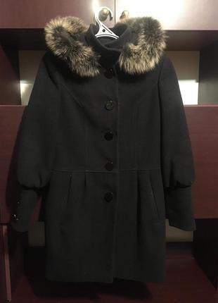 Зимнее пальто с мехом енота на капюшоне