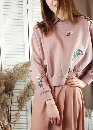 Укороченный розовый свитшот с вышивкой