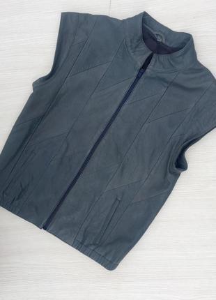 Кожаная куртка,безрукавка,жилетка на молнии