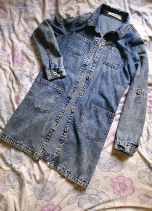 Длинная джинсовая рубашка