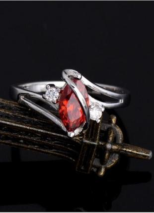 🏵красивое кольцо в серебре 925 с гранатом фианитами, 18 р., но...