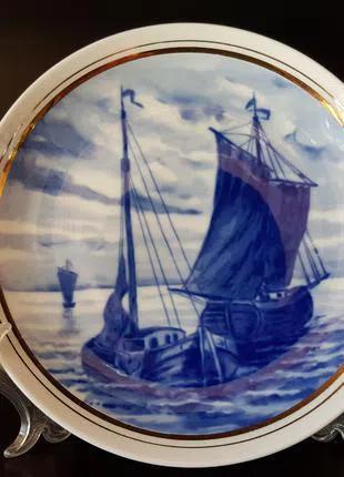 Продам немецкую, фарфоровую, кобальтовую тарелку с кораблями.