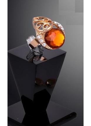 Красивое кольцо с кристаллом карамель в стразах, безразмерное,...