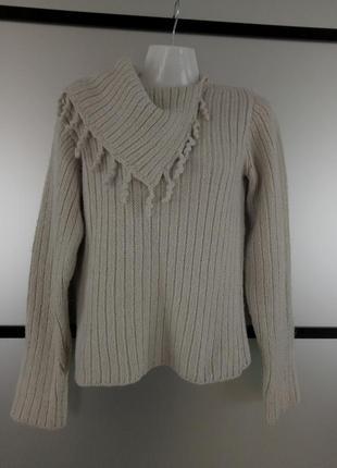 Теплый свитер хорошего качества