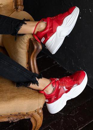 Женские кроссовки кожаные красные