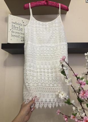 Кружевное белое платье мини, платье на бретельках,